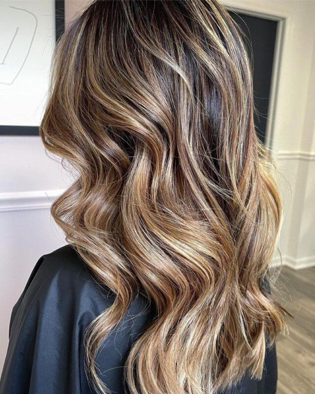Balayage Balayage Balayage!  From brown to medium blonde.  Duos Toner : 30g 9.8 + 10g 9.2 Hair by @paintedbyapixie