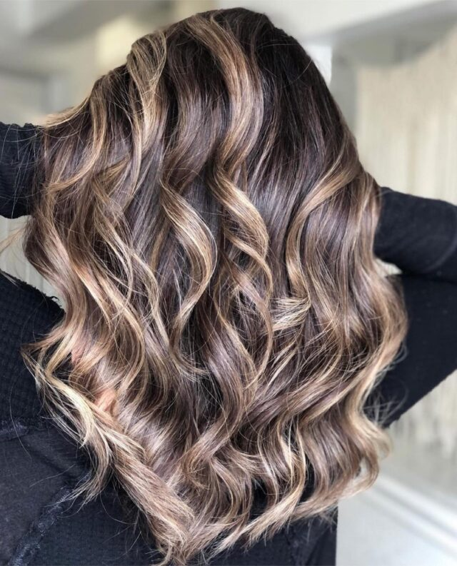 LUMINESCENT ☀️✨  A beaming Balayage to brighten your feed and your day 😍  Get the look:  Light Scale with 20 Vol and Teasy Lights  Base: LK OPC 55/00 & 4/28 3:1 parts  Toned pre-lightened hair at bowl on wet hair with 9/2 10 Vol and Lisaplex Bond Saver, melted down the wet base color at same time  Finish with Lisaplex Filler  Styled Ultimate Spray and Oil  Hair by @oneelevensalon @yuleeizyk